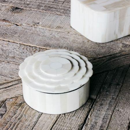 White Daisy Round Bone Box