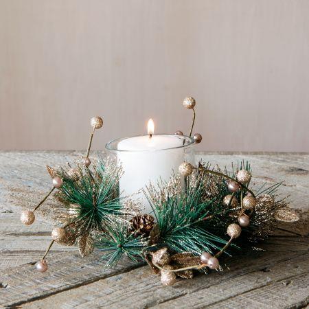 fir_and_acorn_candle_wreath