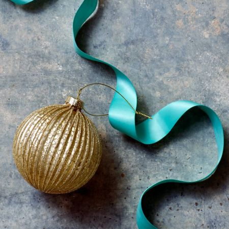Gold Ribbed Glass Bauble - Thumbnail