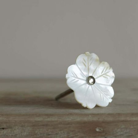 White Shell Flower Door Knob